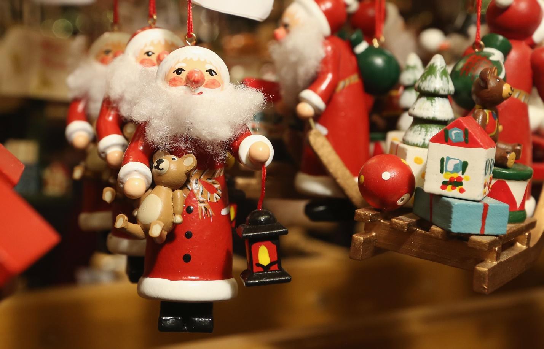 Новогодние и елочные украшения